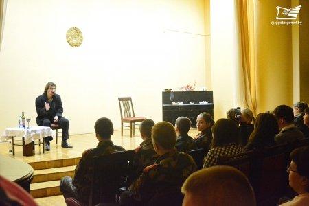 Моноспектакль «Дредноуты» прошёл в центральной городской библиотеке