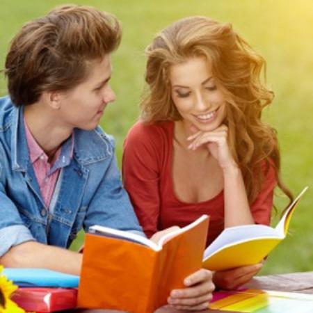 Исследования определили причины чтения книг мужчин и женщин